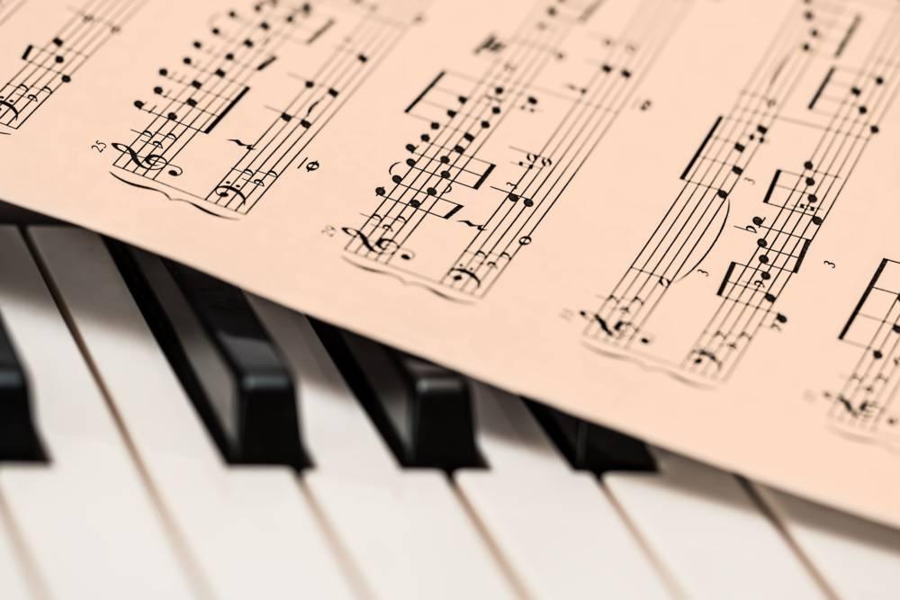 楽譜の読み方、第4歩!〜変化記号、付点音符、連弾